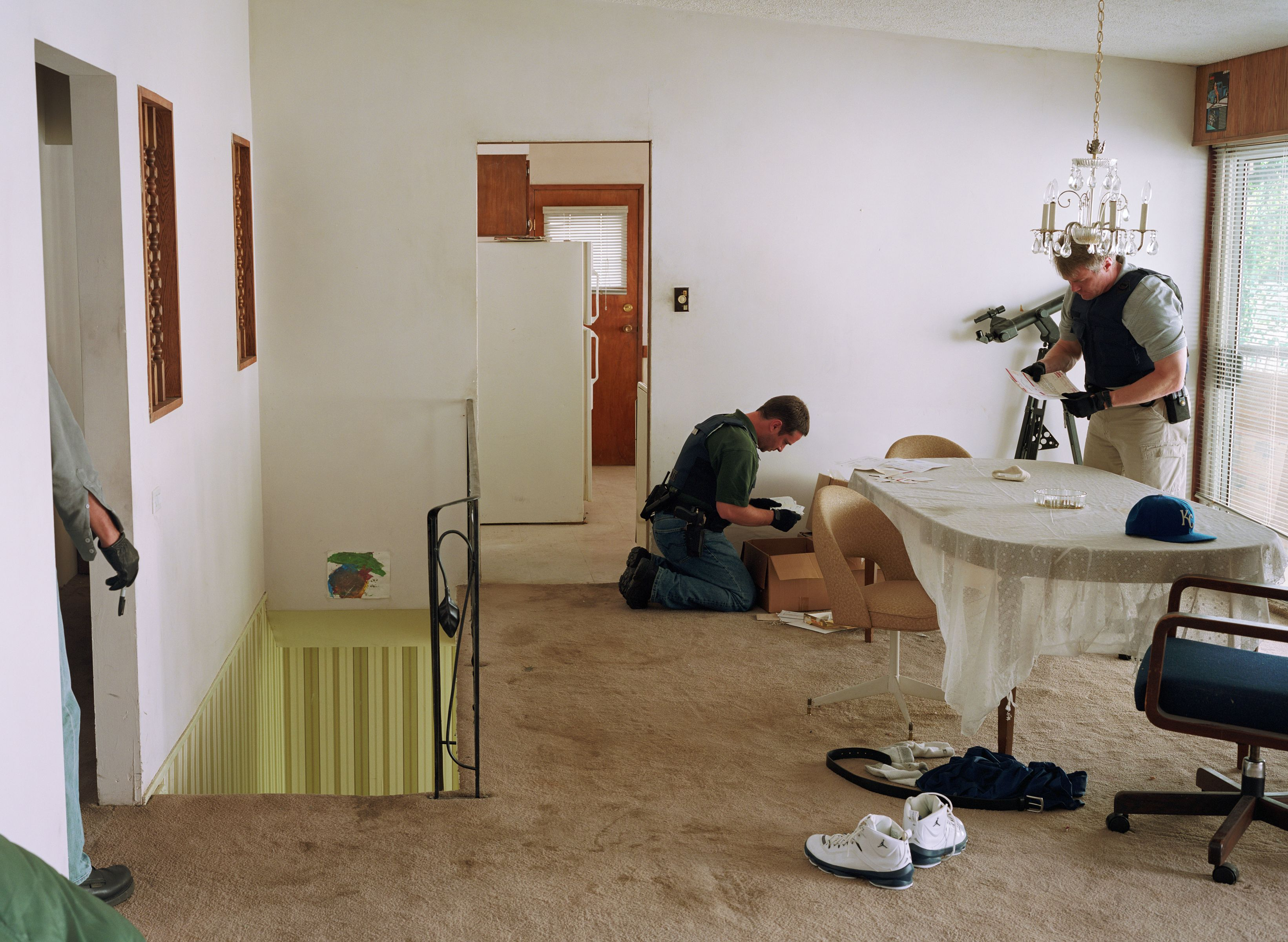 Jeff Wall, Search of Premises, 2009 Lightjet print, 192,3 x 263 cm courtesy the artist © Jeff Wall