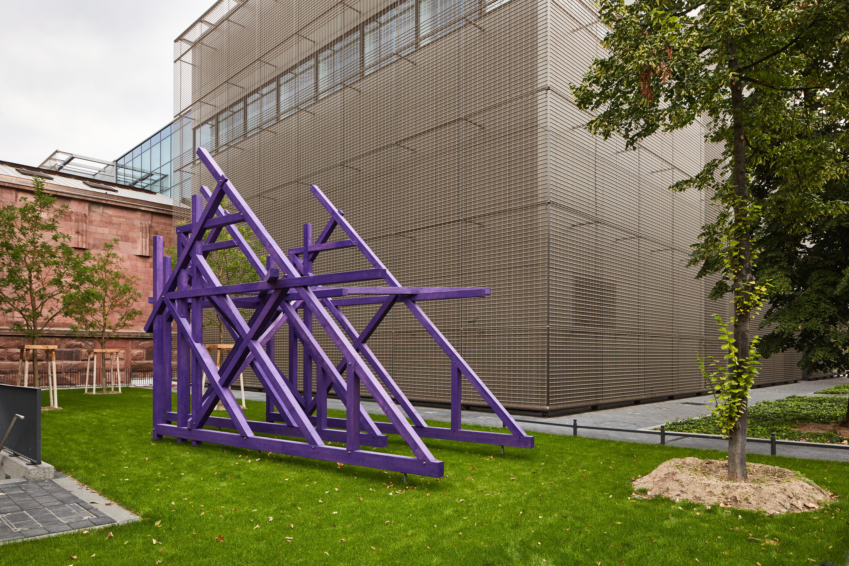 Olaf Holzapfel: 3 Häuser, 2018, douglas fir, paint, 485 x 750 x 333 cm, © Olaf Holzapfel, courtesy the artist, Galerie Gebr. Lehmann, Dresden & Daniel Marzona, Berlin, photo: Kunsthalle Mannheim/  Rainer Diehl