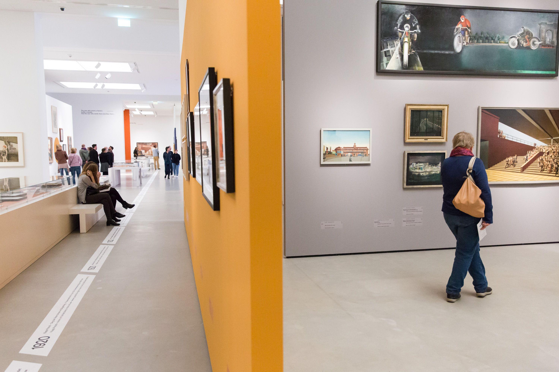 """Blick in die Ausstellung """"Konstruktion der Welt. Kunst und Ökonomie – 1919-1939"""" (Foto: Kunsthalle Mannheim/ Maria Schumann)"""
