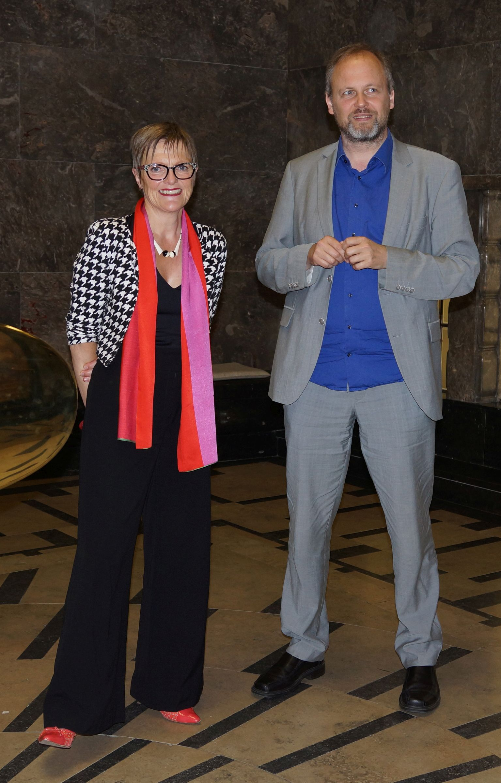 Dr. Ulrike Lorenz und Prof. Dr. Wolfgang Ullrich im Jugendstilbau der Kunsthalle (Foto: Kunsthalle Mannheim)