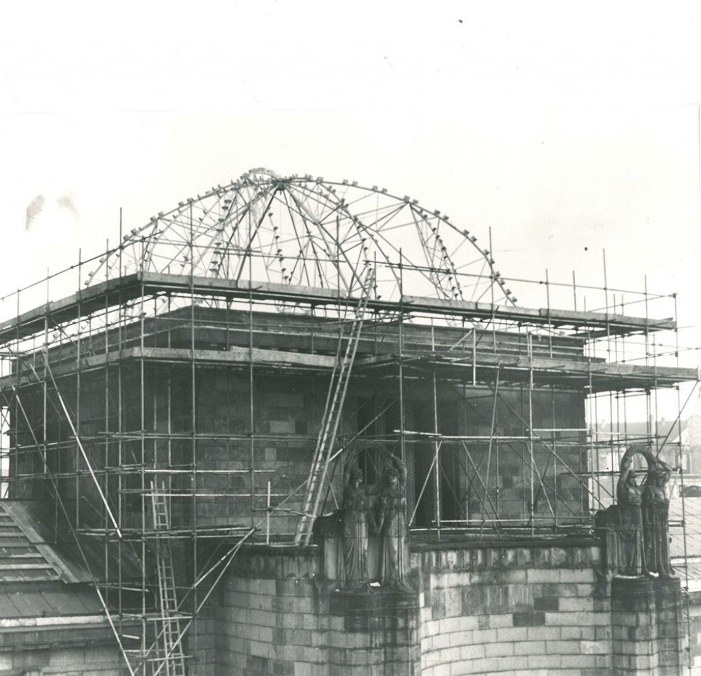 Die Kuppel des Jugendstilbaus der Kunsthalle wurde bei den Luftangriffen auf Mannheim schwer beschädigt und nach dem Krieg wiederhergestellt (Aufnahme um 1950; Foto: Kunsthalle Mannheim)