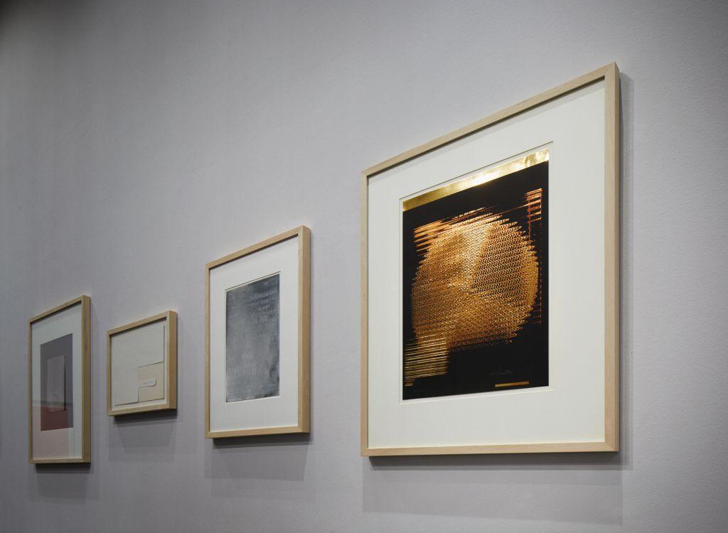 """Ausstellungsansicht """"Drucken ohne Farbe – Graphische Experimente ab 1960"""" mit Werken von Heinz Mack, Karl H. Hödicke und Peter Stein Foto: Kunsthalle Mannheim/ Rainer Diehl"""