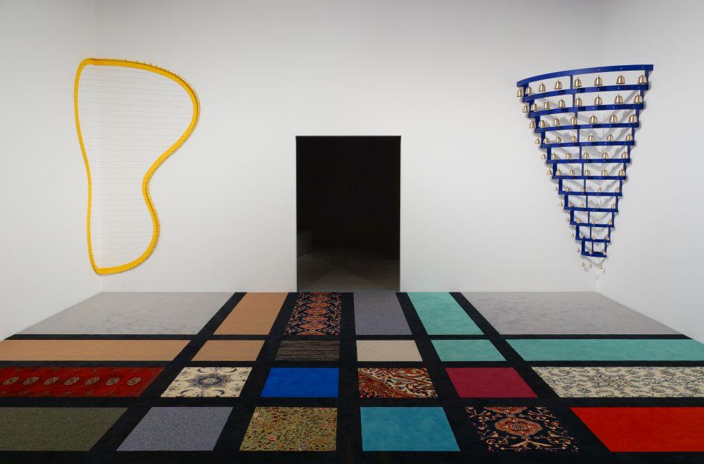 """Installationsansicht in der Ausstellung """"Umbruch"""" mit Nevin Aladağ, Resonanz Raum, Mannheim, Kunsthalle Mannheim, 2020, © Courtesy of the artist / Kunsthalle Mannheim/Foto: Rainer Diehl, © VG Bild-Kunst, Bonn 2020"""
