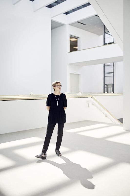 Direktorin Dr. Ulrike Lorenz im Neubau der Kunsthalle Mannheim, Foto: Kunsthalle Mannheim/ Lukac Diehl