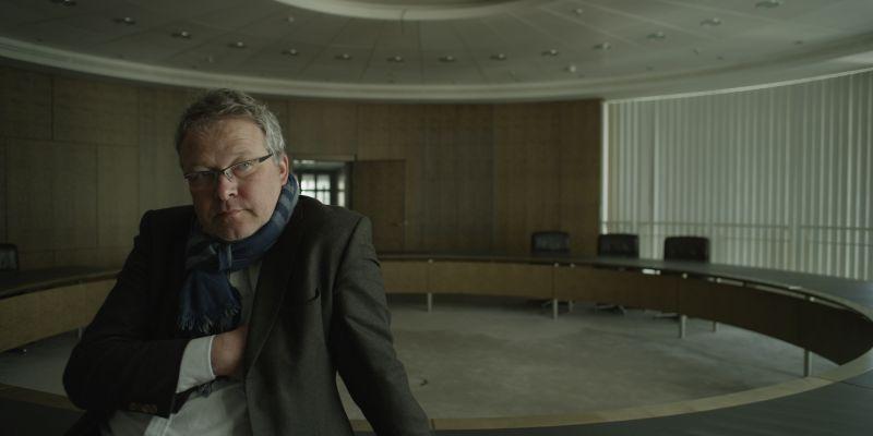 """Der ehemalige Investmentbanker Rainer Voss gibt Einblicke in die Finanzwelt – Filmstill """"Master of the Universe"""""""